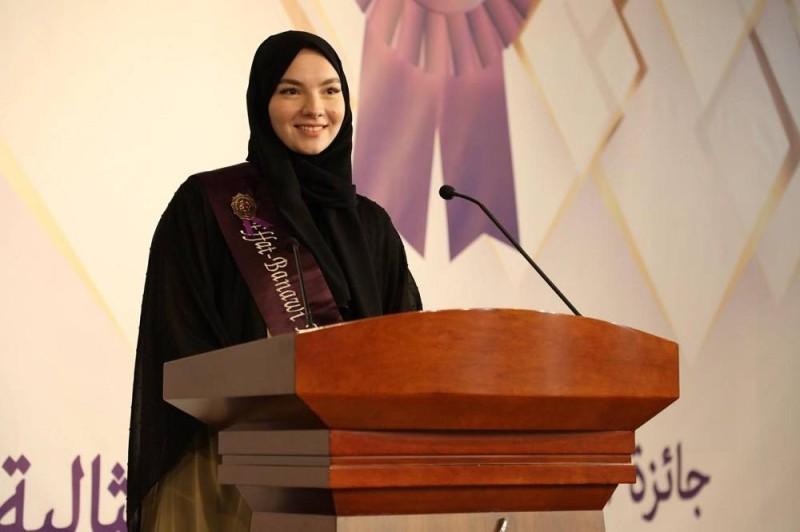 جامعة عفت تتوج الفائزة بـ«جائزة الملكة عفت» للطالبة المثالية