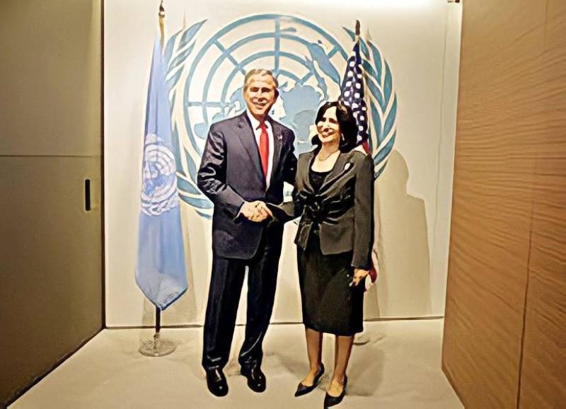 .. ومع الرئيس الأمريكي السابق جورج بوش في نيويورك.