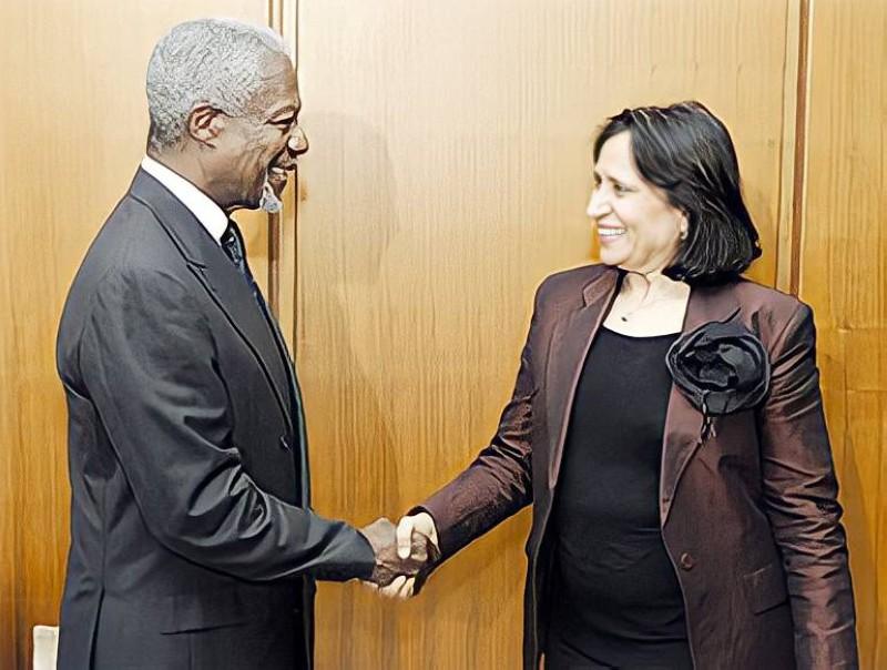 الأمين العام الأسبق للأمم المتحدة كوفي عنان يهنئ الشيخة هيا بانتخابها رئيسة للدورة 61.