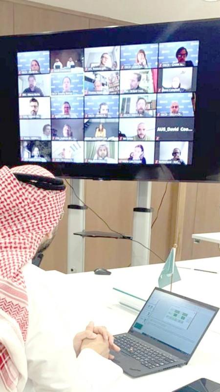 باتت الصورة الرقمية التي تضم وفود الدول، علامة فارقة لاجتماعات المجموعة في زمن الجائحة.
