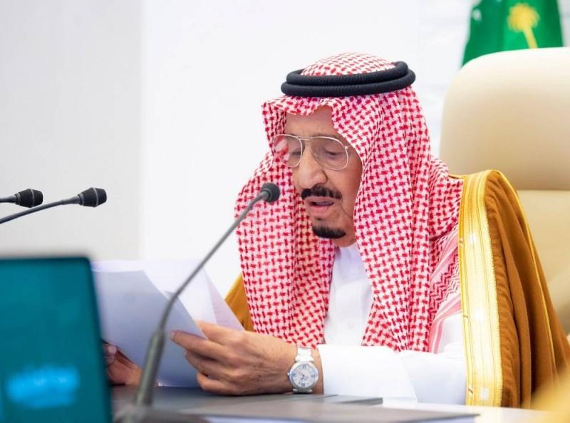 خادم الحرمين ملقيا كلمته في افتتاح قمة قادة العشرين