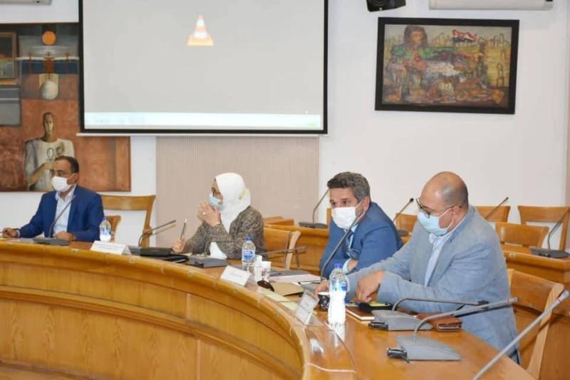 جانب من اجتماع اللجنة الإدارية للمعرض.