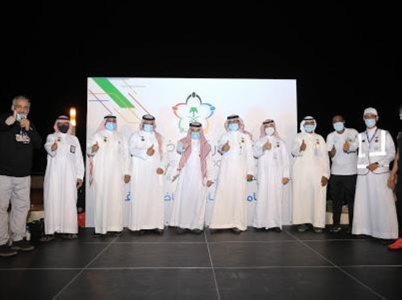 مشرفو مكتب وزارة الرياضة بجدة ضمن البرنامج الشبابي الرياضي المفتوح.