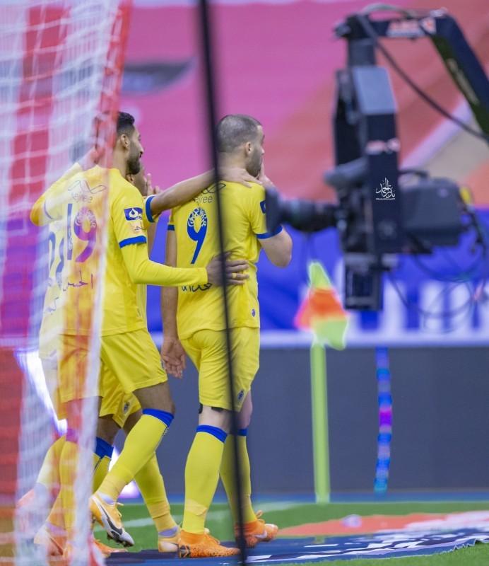 فرحة لاعب النصر حمدالله بعد الهدف الملغي في مرمي الهلال.