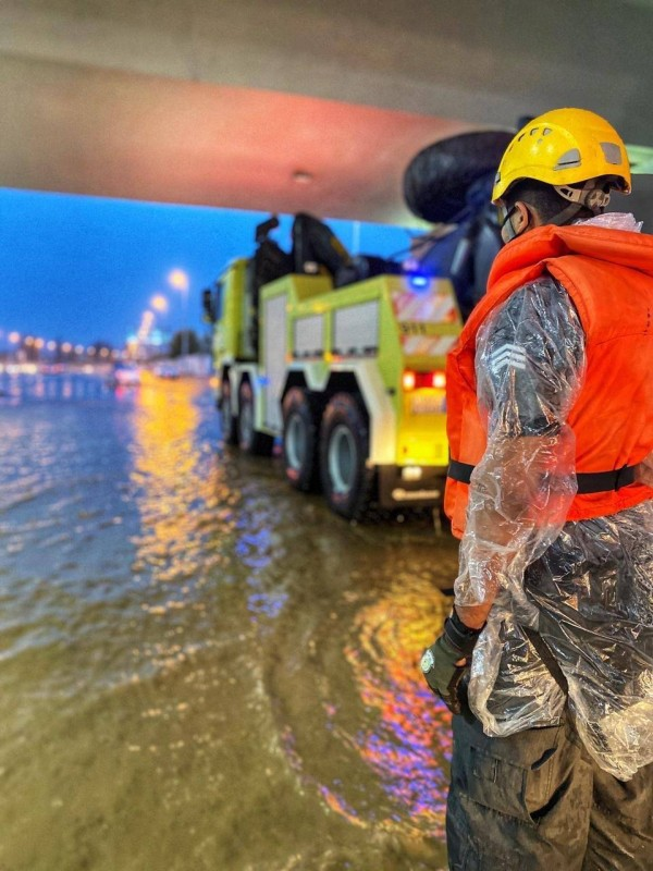 جاهزية الدفاع المدني للتعامل مع الأمطار.