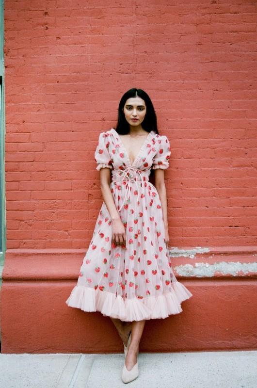 الإقبال على الفستان ساهم في رفع سعره إلى 490 دولاراً بعد أن كان لا يتجاوز 50 دولاراً.