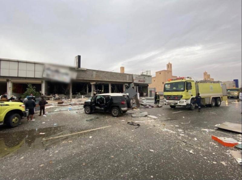 الدفاع المدني في موقع الحادثة