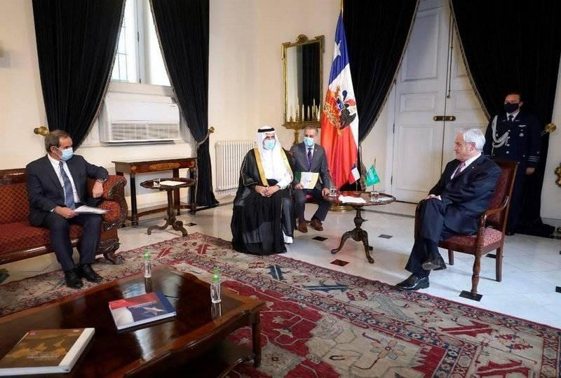 السفير الخامسي مقدما أوراق اعتماده إلى رئيس تشيلي