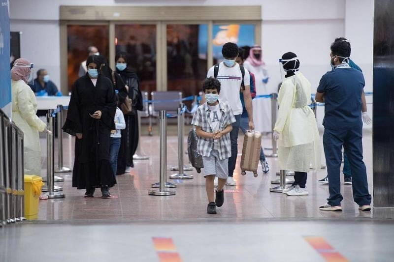 ٢٥٢ مواطناً ومواطنة يصلون إلى مطار الملك عبدالعزيز قادمين من لندن أخيراً.