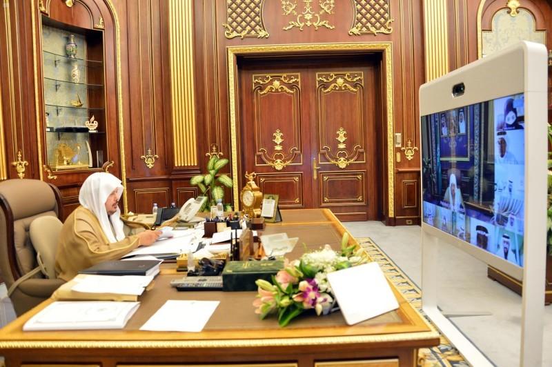 الشيخ الدكتور عبد الله الشيخ رئيس مجلس الشورى.
