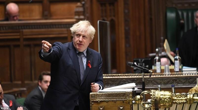 جونسون في البرلمان قبل فوزه على متمردي حزبه ليل الثلاثاء.