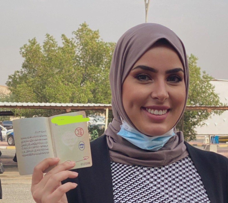 نائب رئيس مجلس إدارة جمعية الكاريكاتير الكويتية سارة فرحان (عكاظ)