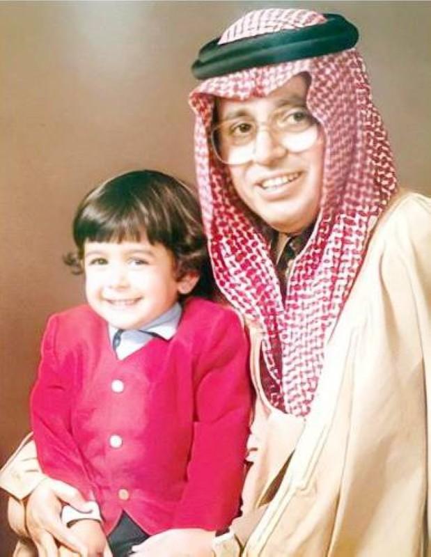 مع ابنه البكر باسل حينما كان طفلاً.