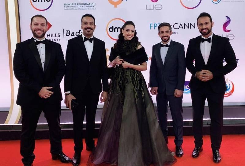عبدالعزيز الشلاحي يتوسط فريق عمل فيلم حد الطار