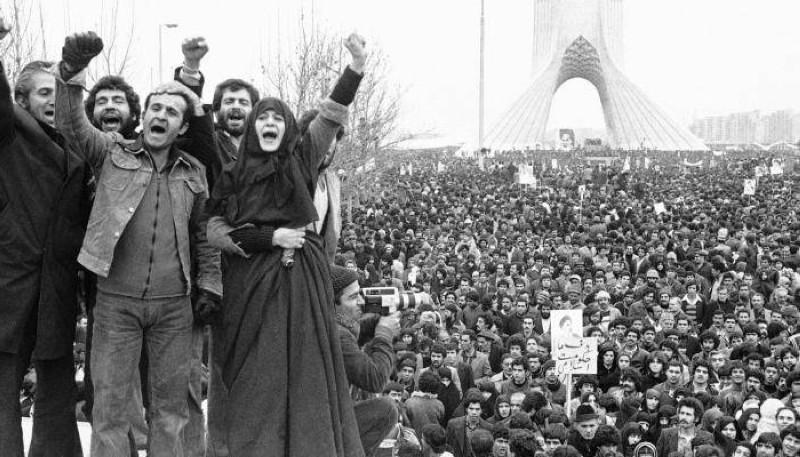 العنف والفوضى والقمع.. منهج الملالي منذ الثورة الإيرانية.