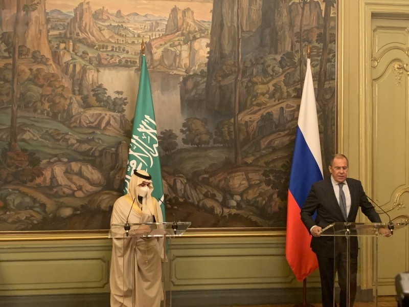 وزير الخارجية ونظيره الروسي خلال المؤتمر.