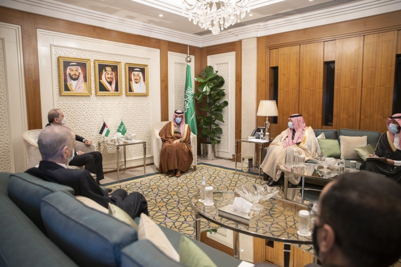 وزير الخارجية يبحث العلاقات الثنائية مع نظيره الأردني