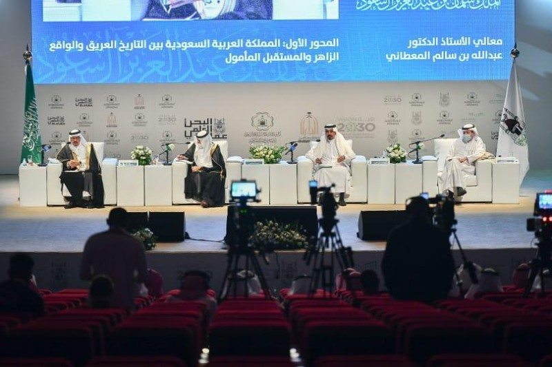 جانب من ندوة (المملكة المستقبل في ضوء تطلعات وإستراتيجيات الملك سلمان بن عبدالعزيز).