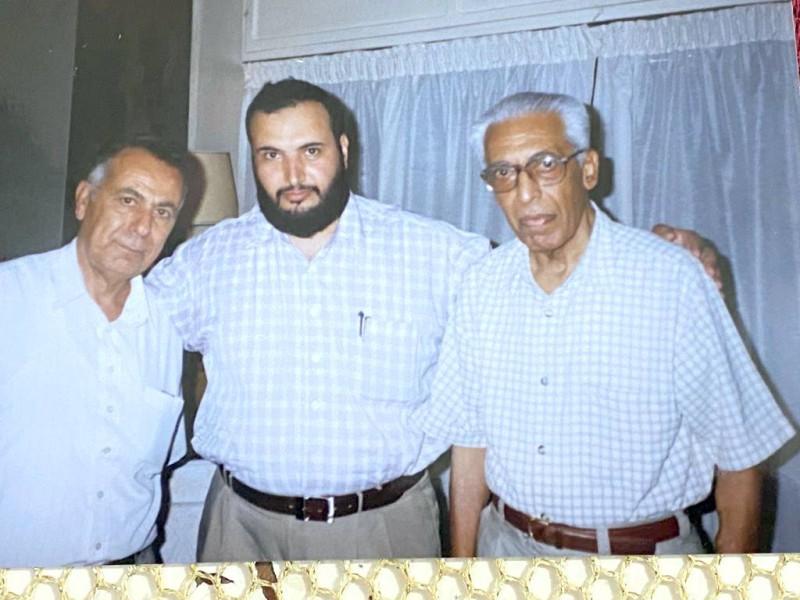 الزميل الرباعي في منزل منيف، ويبدو عبدالناصر صالح.