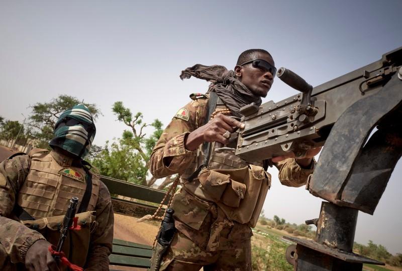 جنود من الجيش المالي