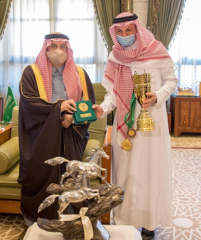 أمير الرياض يهنئ الشربتلي.