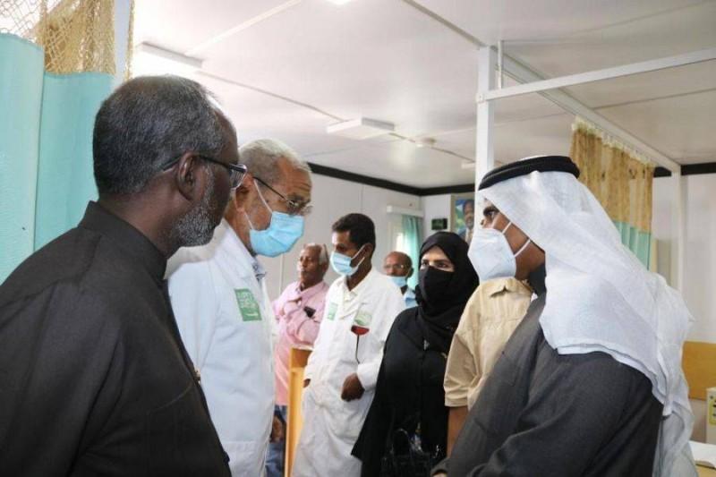 رئيس البرلمان العربي يشيد بالمشاريع المقدمة للاجئين اليمنيين بمحافظة أبخ.