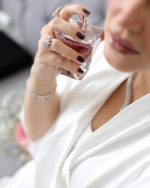 يجب على العروس اختيار العطر تبعاً لطابع إطلالتها وشخصيتها.