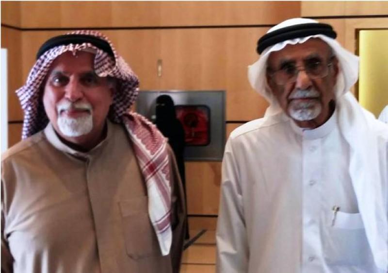 القشعمي مع الدكتور عبدالله المدني في معرض الرياض الدولي للكتاب عام 2019.