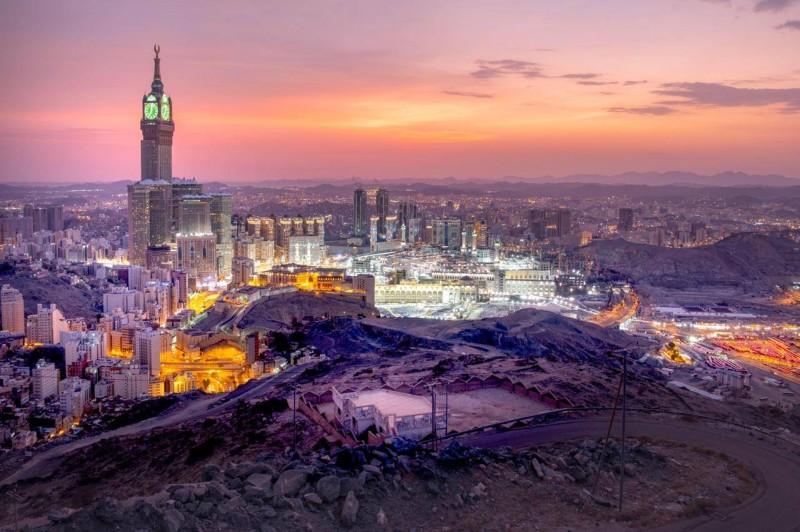 صورة توضح التطور العمراني والمشاريع المزمع إنشاؤها لمكة.