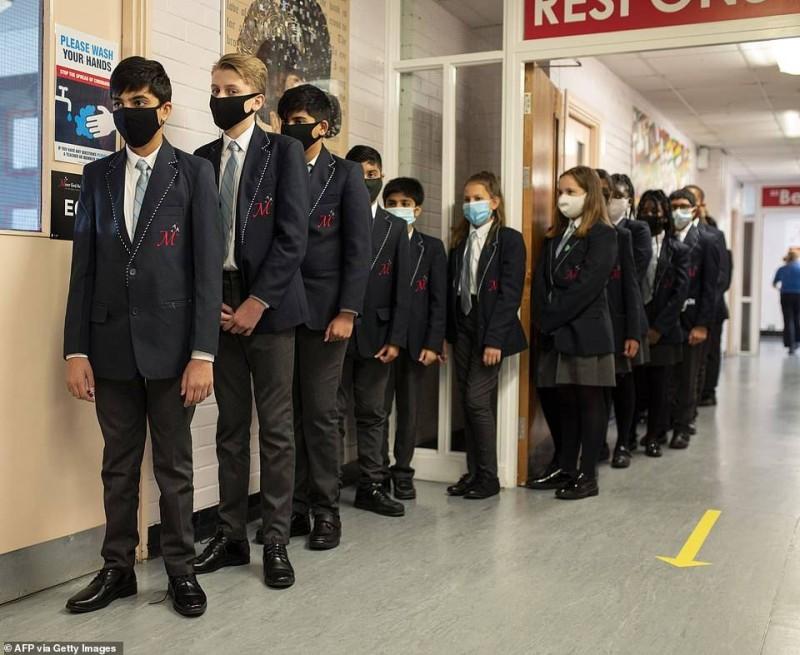 الطلاب البريطانيون سيعودون لمدارسهم في 8 مارس.