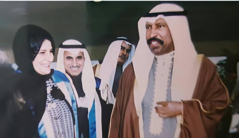 فائزة الخرافي مع الشيخ سعد العبدالله السالم الصباح بعد تحرير الكويت عام 1991م.