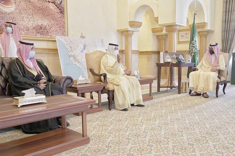 الأمير بدر بن سلطان يستقبل القحطاني.