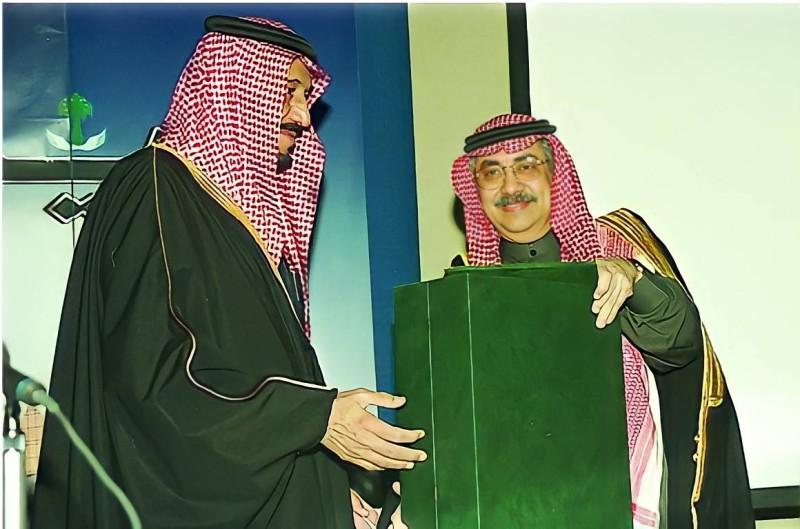 الجفري مع الملك سلمان حينما كان أميراً للرياض.