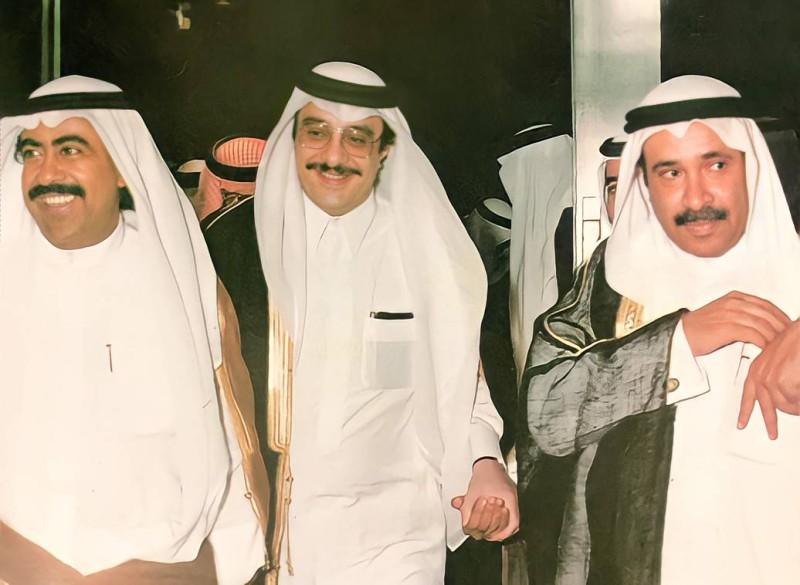 أقطاب الرياضة الخليجية: الأمير فيصل بن فهد يتوسط الشيخين عيسى بن راشد وفهد الأحمد.