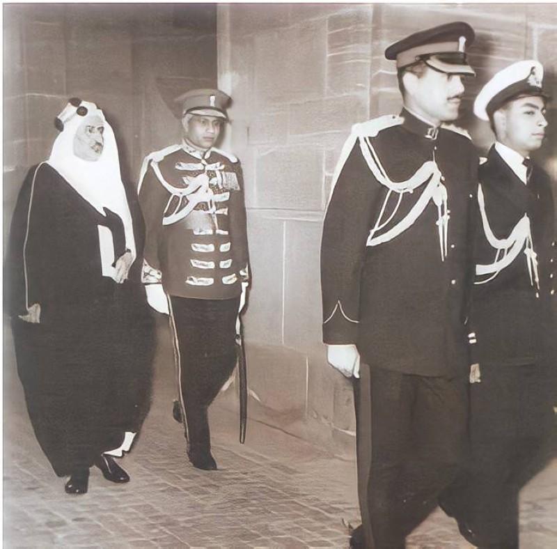 الفوزان بعد تعيينه سفيراً في طهران في طريقه لتقديم أوراقه إلى شاه إيران.