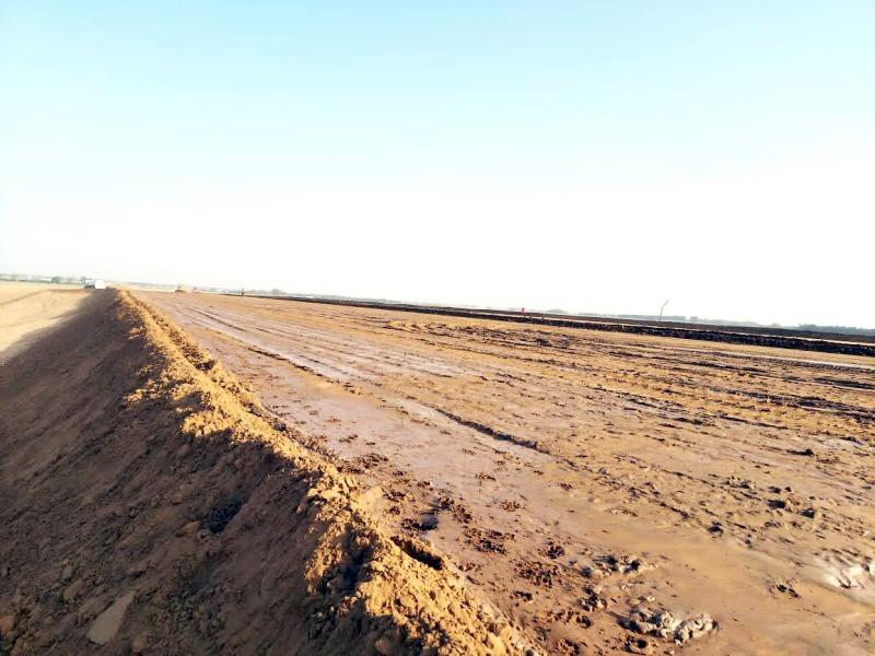 أعمال ردم شهده الطريق دون استكمال للمشروع (تصوير: المحرر)