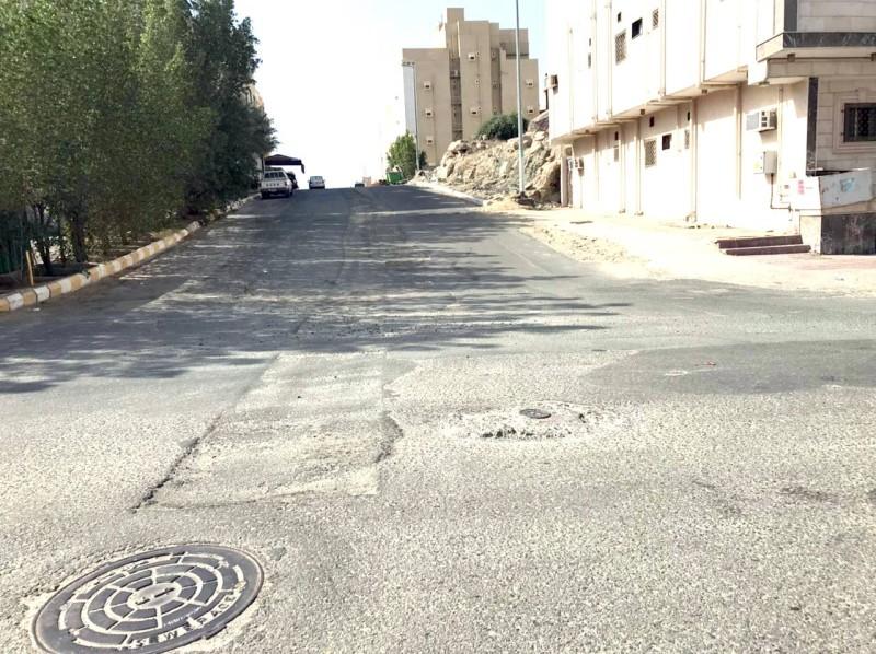 مطالبات بإعادة تأهيل سفلتة الشوارع لتهالكها.
