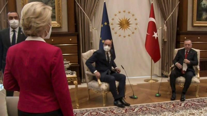 أورسولا فون دير وأردوغان وشارل ميشال في أنقرة. (أرشيفية - فرانس برس)