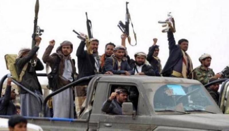 عناصر مسلحة تابعة لمليشيا الحوثي.
