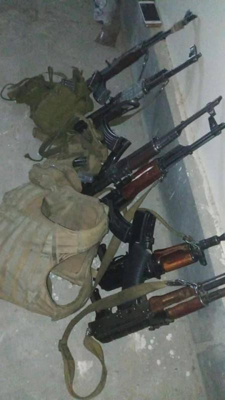 أسلحة عثر عليها بحوزة الإرهابيين.