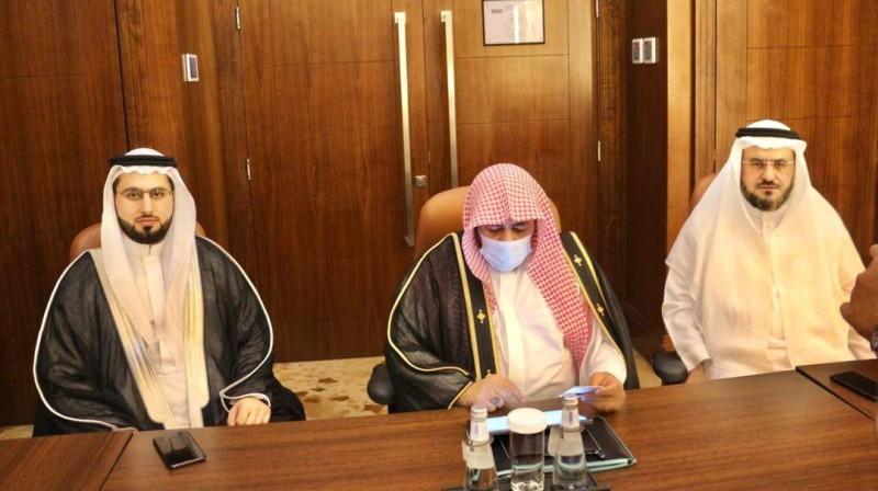 البروفيسور الآغا ونجله الدكتور محمد أثناء عقد القران