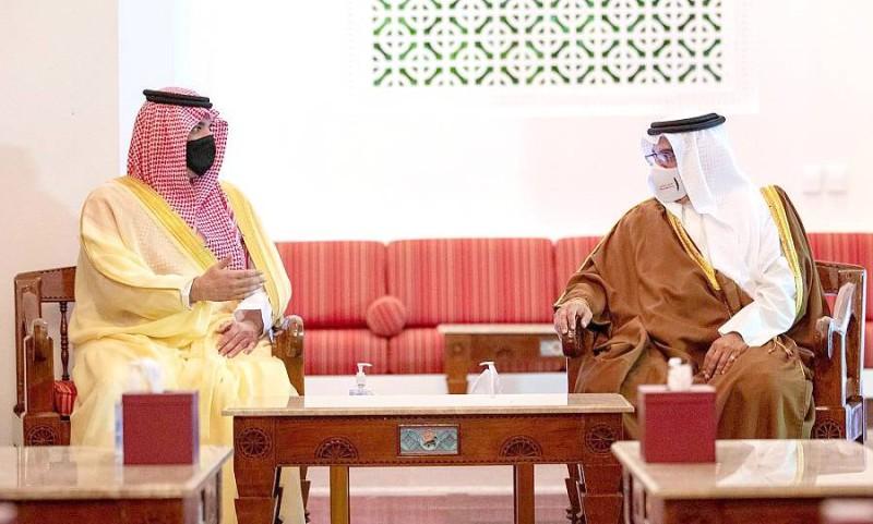 وزير الداخلية يلتقي ولي عهد مملكة البحرين.
