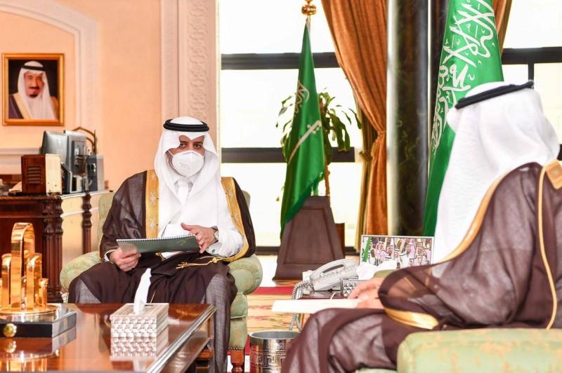 الأمير فهد بن سلطان خلال استقباله الوباري.
