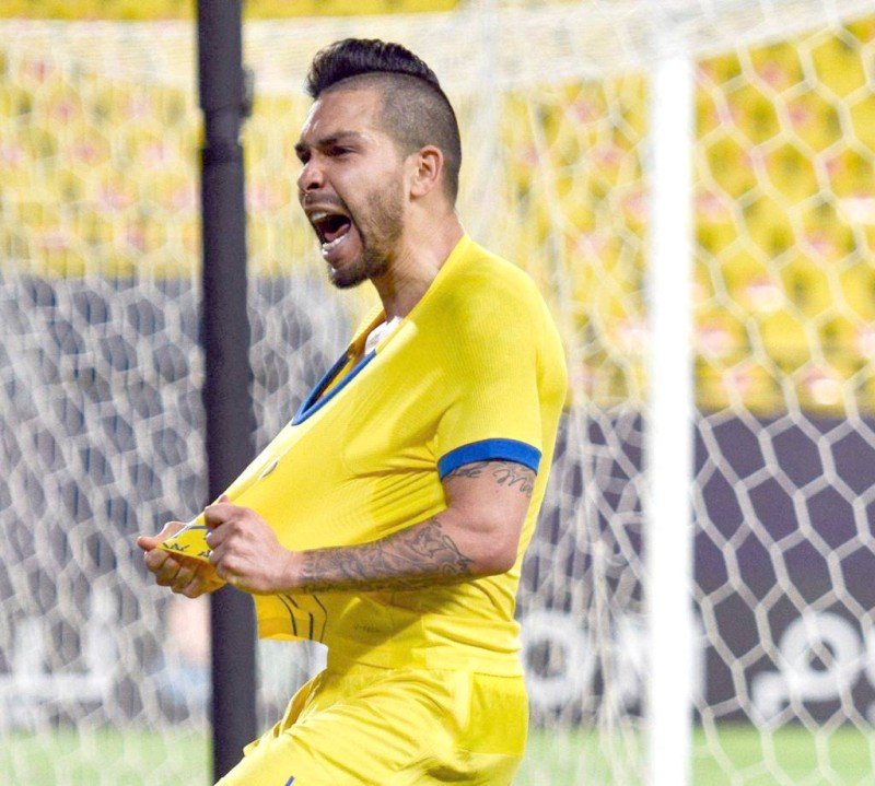 لاعب النصر بيتروس يعبر عن فرحته بهدفه في مرمى فولاذ. (تصوير: علي الغامدي)