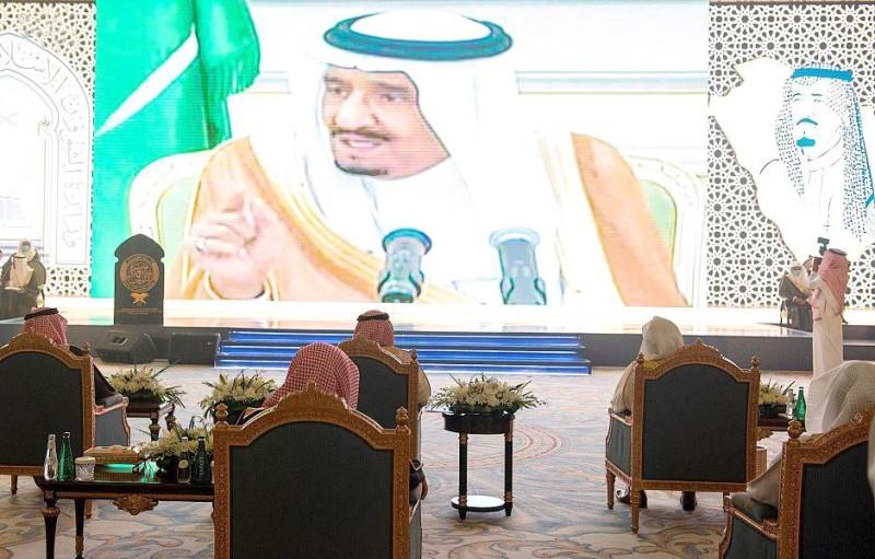 أمير الرياض خلال رعايته الحفلة في دورتها الـ22.