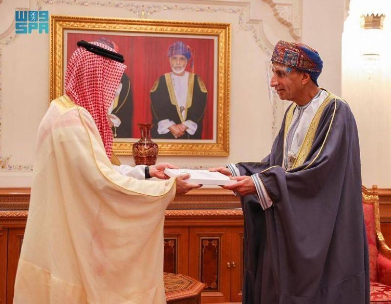 وزير الخارجية السعودي مسلما دعوة خادم الحرمين لسلطان عمان لزيارة المملكة