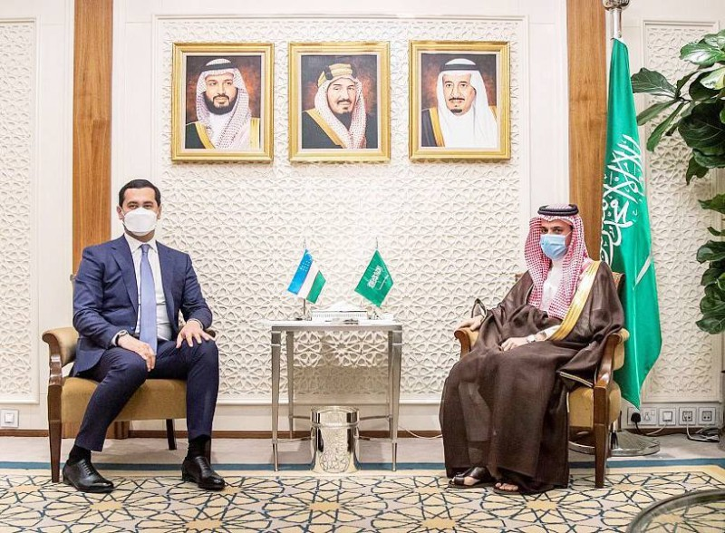 وزير الخارجية يستقبل نائب رئيس مجلس الوزراء وزير الاستثمار والتجارة الخارجية الأوزبكي.