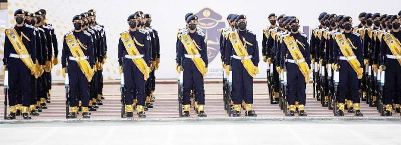 الأمير عبدالعزيز بن سعود يرعى حفل تخريج كلية الملك فهد الأمنية.