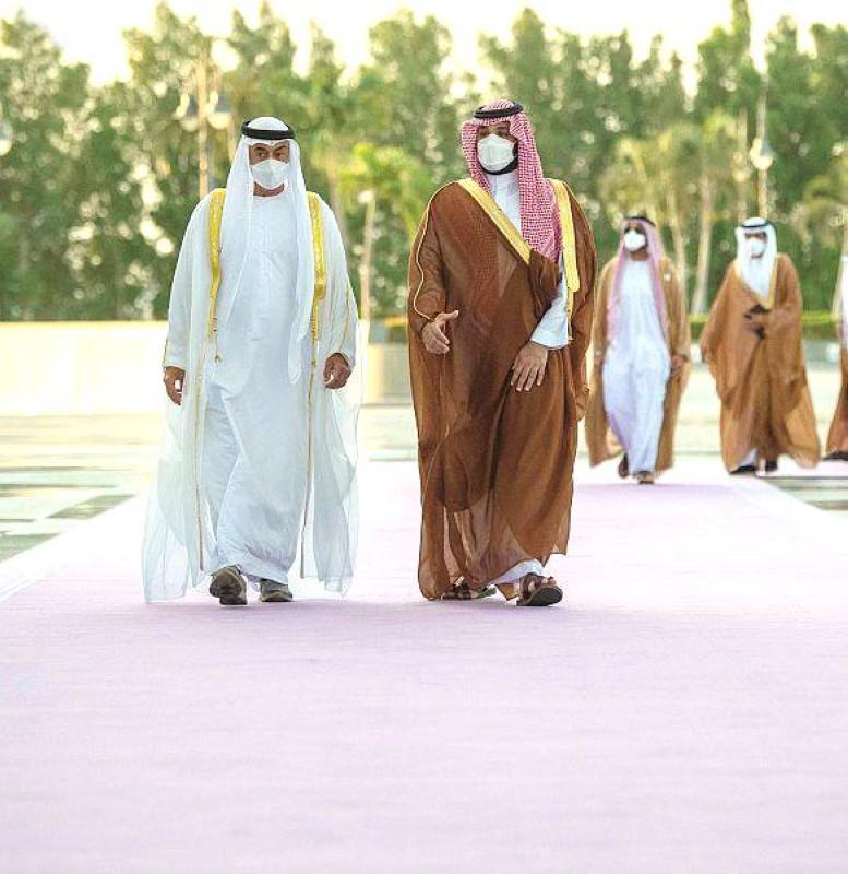 الأمير محمد بن سلمان يبحث التطورات الإقليمية والدولية مع ابن زايد