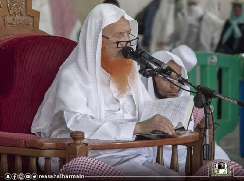الشيخ العجلان ملقيا أحد دروسه (تصوير: رئاسة شؤون الحرمين)